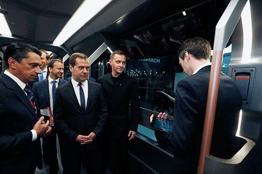 Statsminister Medvedev i Russland var med på lanseringen av Russia One.