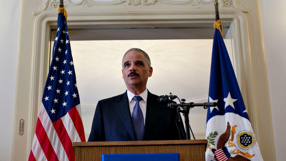 Det amerikanske justisdepartementet, ledet av justisminister Eric Holder, mener at det er nødvendig for USA å kreve utlevering av data, selv om disse ikke er lagret i USA.