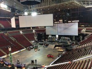 Tre gigantiske skjermer går opp i KeyArena.