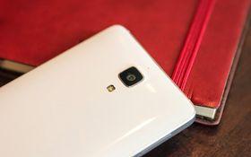 Baksiden minner en del om for eksempel Samsung Galaxy S4.