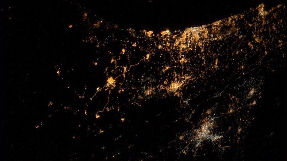 Ser bombene falle over Gaza fra verdensrommet