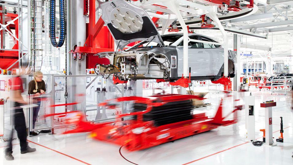 Tesla og Panasonic skal samarbeide om batteriproduksjon