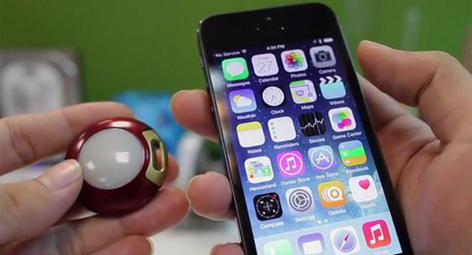 Qblinks er koblet til en iOS-enhet ved hjelp av Bluetooth 4.0 og skal vare opp mot ett år for hver gang du skifter batteri.