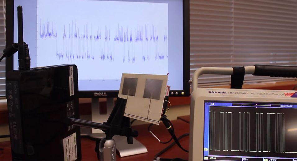 Slik demonstrerer forskergruppen hvordan Wi-Fi Backscatter-signalene kan plukkes opp av en helt vanlig Wi-Fi-ruter.