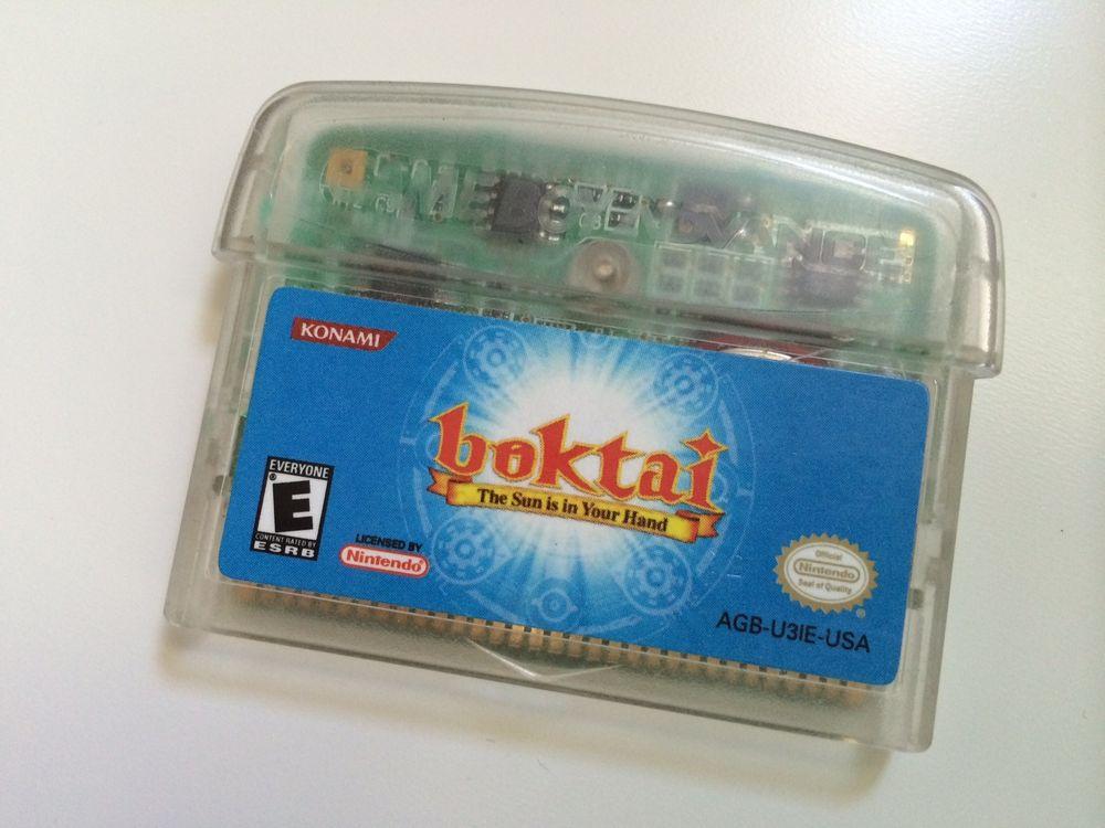 Spillkassetten til Boktai stikker ut over toppen til din Game Boy slik at sensoren kan fange opp sollys.