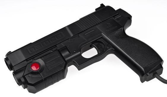 Namcos GunCon-pistol finnes i flere ulike varianter. Dette er den første som ble lansert med spillet Time Crisis.