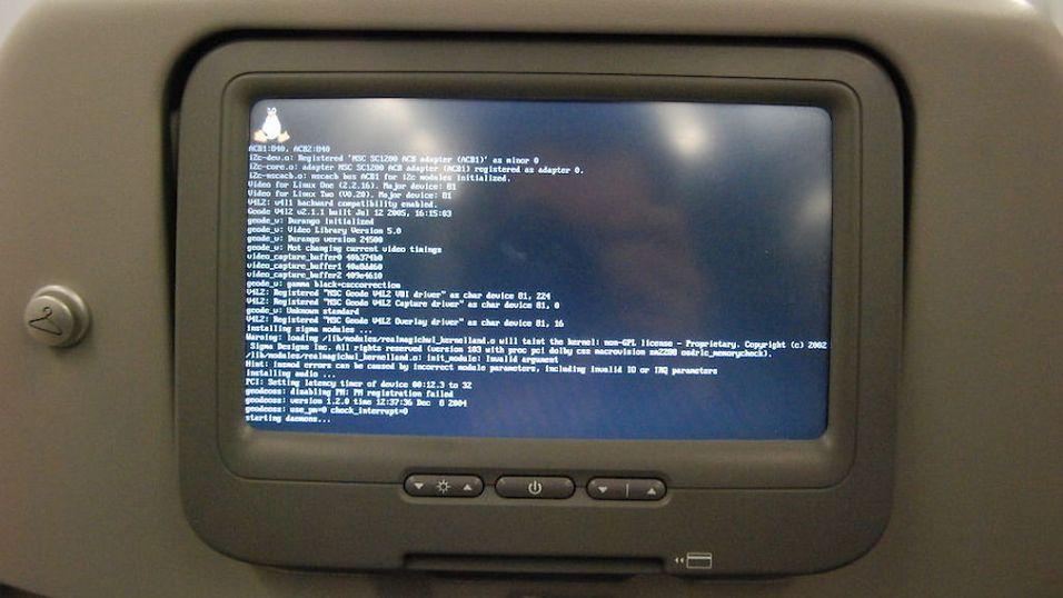 SIKKERHETSHULL: En hacker kan påvirke et flys sikkerhets- og navigasjonsystem via det trådløse nettverket, hevder datasikkerhetsekspert. Bildet er en illustrasjon.