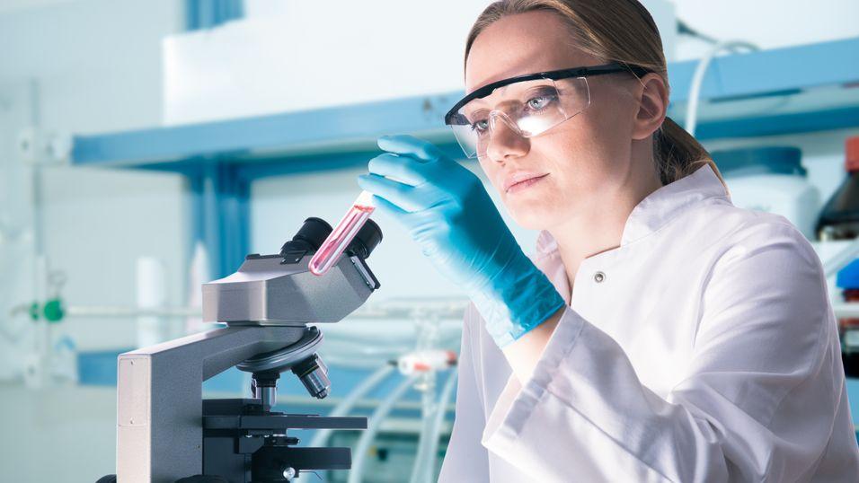 Utviklerne bak Athelas-appen mener at den på sikt kan erstatte mange tungvinte laboratorieanalysersom denne.