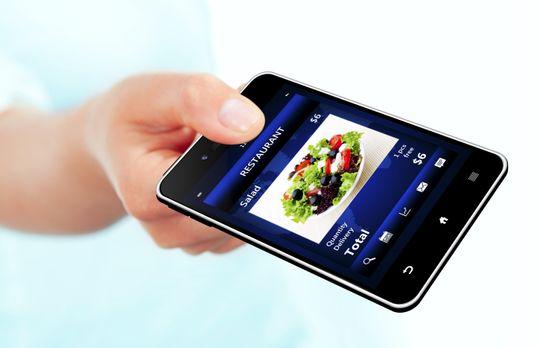 Mobilen kan bli ditt foretrukne betalingsmiddel på restaurant, hvis bransjen får det som de vil.