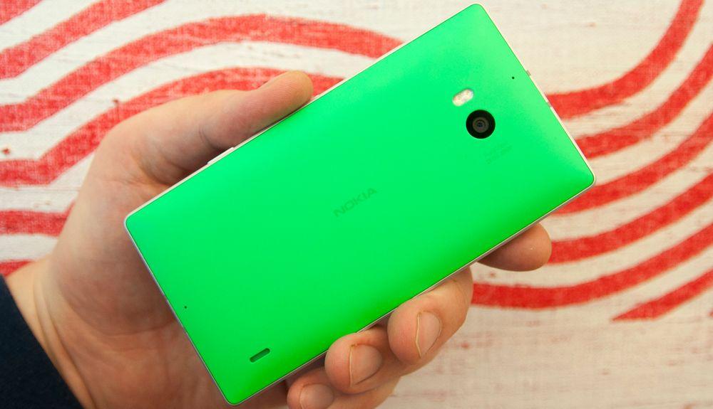 Kjøper du en grønn eller oransje Lumia 930 er du synlig på lang avstand.
