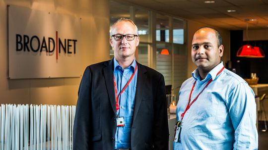 Ole-Andre Naper og Anurag Shukla i Broadnet.