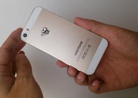 GooPhone er til forveksling lik en iPhone 5S. Pent lite annet enn baksiden avslører telefonen ved første øyekast.