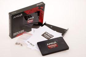 Det følger greit med tilbehør med Radeon R7 SSD, blant annet programvare for å klone harddisken din.