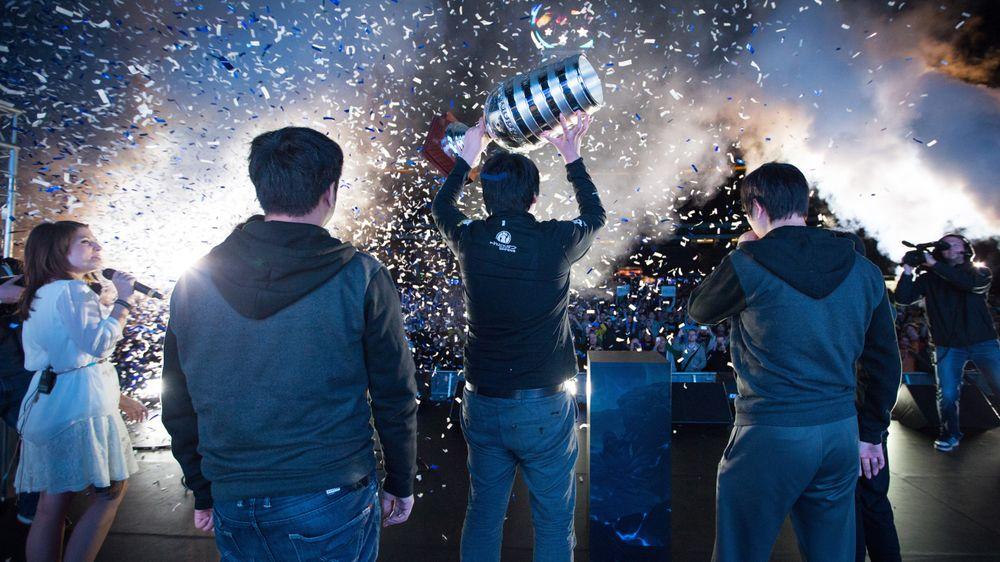 Invictus Gaming kunne reise den store pokalen etter ESL One.