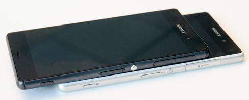 Sony har endret ganske mye på designen mellom Xperia Z2 (nederst) og Xperia Z3.