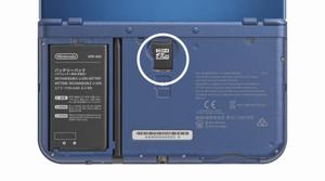 Utbyttbare deksel, og MicroSD-port.