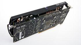 Det nye skjermkortet trenger to 6-pins PCI-E-strømkontakter for å fungere.