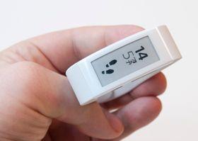 Sonys nye treningsarmbånd kommer med e-papirskjerm, slik at du kan se hvor mange skritt du har gått, eller hva klokka er.