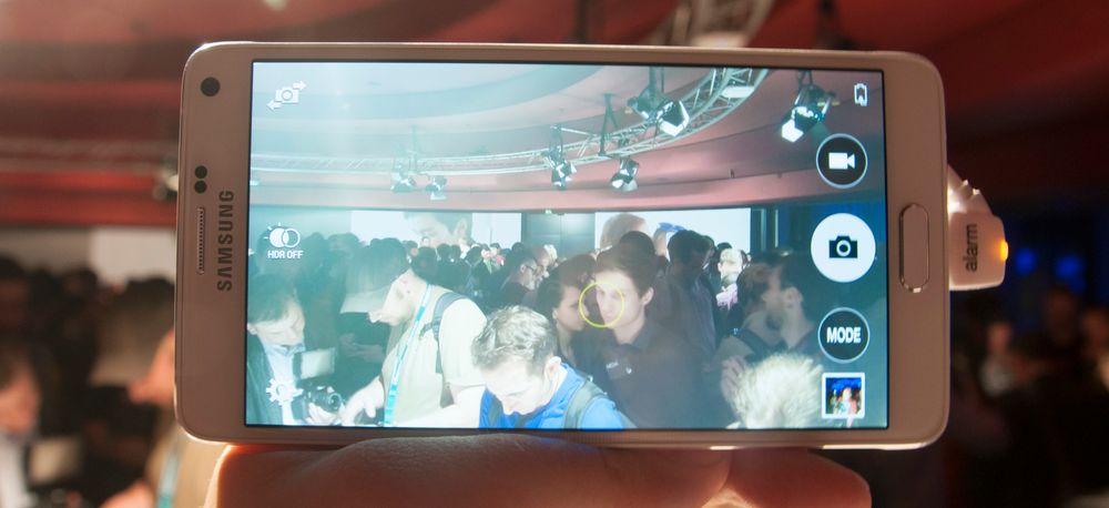 Kameraet er forbedret i Galaxy Note 4, og har nå optisk stabilisering. Det skal gi bedre bilder i mørke omgivelser.