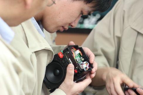 Her produseres den aller første Pinell Go på en fabrikk i Shenzehn i Kina.