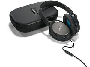 Begge modellene leveres med ledning som har mikrofon og kontrollknapper. .