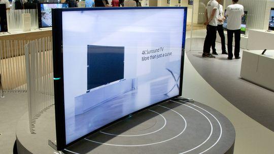 Sony kom også med en buet TV.