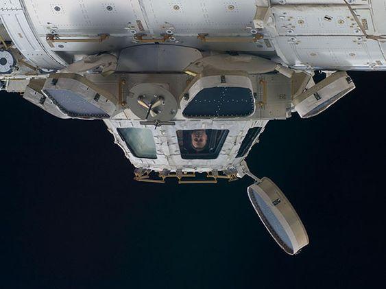 Videofilmen er fanget fra denne kuppelen på ISS, som astronautene bruker for å få et godt overblikk ut av romstasjonen.