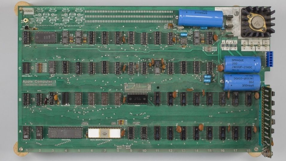 Dette er Apple 1-maskinen som ble solgt for 6 millioner kroner.