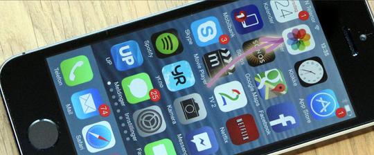 Sletter du bildene fra denne appen på iPhonen, vil du fortsatt måtte gå inn i iCloud og slette bildene der. Og på Mac-en og iPad-en om du har lastet ned bildene der da.