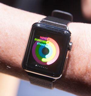Apples treningsapp gir deg mål du må holde, som for eksempel at du må stå oppreist minst ett minutt hver time.