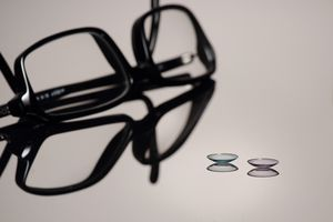 Hvis alle skjermene korrigerer for synet ditt, kan du kaste brillene og kontaktlinsene.