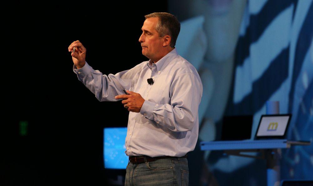 Intel-sjef Brian Krzanich med Edison-brikken.