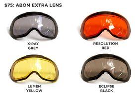 Disse fire glassene kan du velge mellom og bytte ut etter ønske. GRÅ (X-Ray Grey): Standard brilleglass, svak lysskjerming. GUL (Lumen Yellow): For bruk i mørket og i røft vær. RØD (Resolution Red): For å styrke synet på overskyede og tåkete dager. SVART (Eclipse Black): For dager med ekstra sterkt sollys.