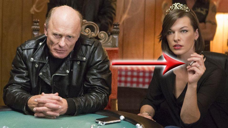 Her røyker Milla Jovovich e-sigarett i rollen som dronning.