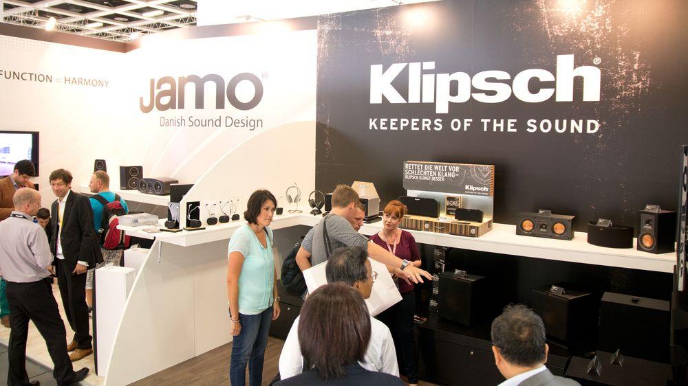 De to høyttalerprodusentene Jamo og Klipsch i skjønn forening. Her med litt mer stuevennelige løsninger.