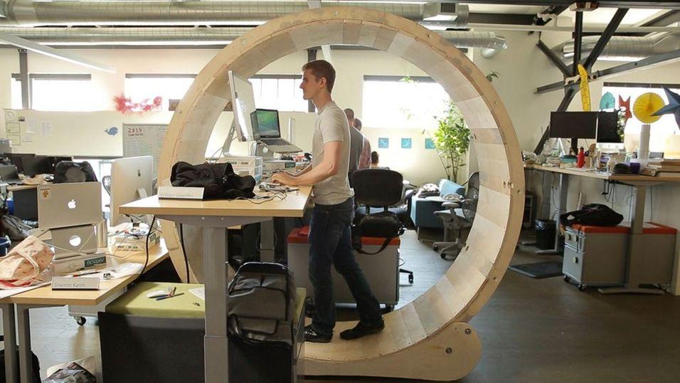 Bytt ut kontorstolen med et digert hamsterhjul
