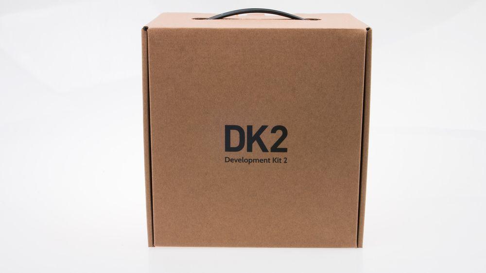 Den opprinnelige Oculus Rift Development Kit kom i en snasen, sort koffert. Oppgraderingen må bo i en pappeske-koffert i stedet, men det er jo det som er på innsiden som teller.