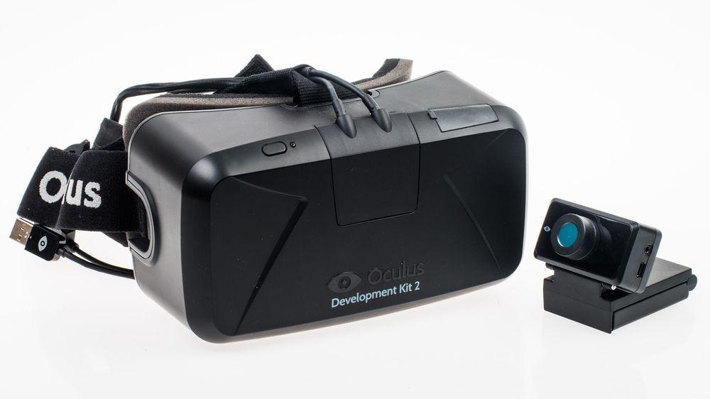 Det lille webkameraet sporer hodebevegelsene til brukeren, og er en av de største nyhetene med det oppgraderte utviklersettet.