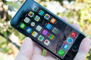 iPhone 6 kommer med iOS 8.0 når du kjøper den i butikken. Nå er 8.0.2-oppdateringen klar.