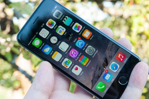 iOS 8 har fått seg noen små designendringer, men visuelt er det meste likt sammenliknet med forrige utgave.