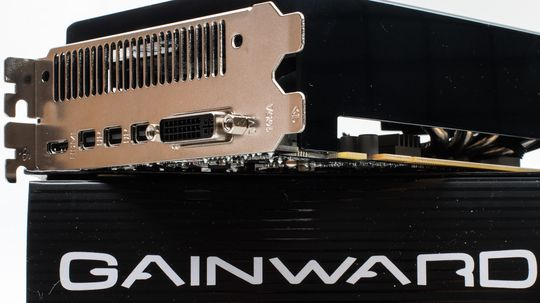 Gainward GeForce GTX 970 Phantom har tre utganger til Mini DisplayPort, en Mini HDMI-utgang, og DVI.