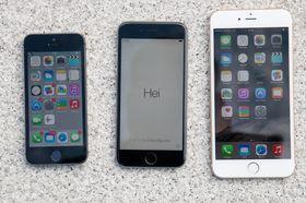 Ved lanseringen i fjor var det flere som mente at gigantiske iPhone 6 Plus (til høyre) ville spise av iPad-salget.