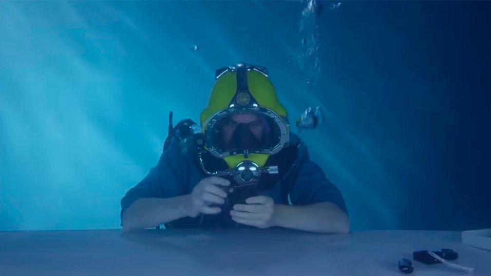 Dette er verdens første undervanns-unboxing