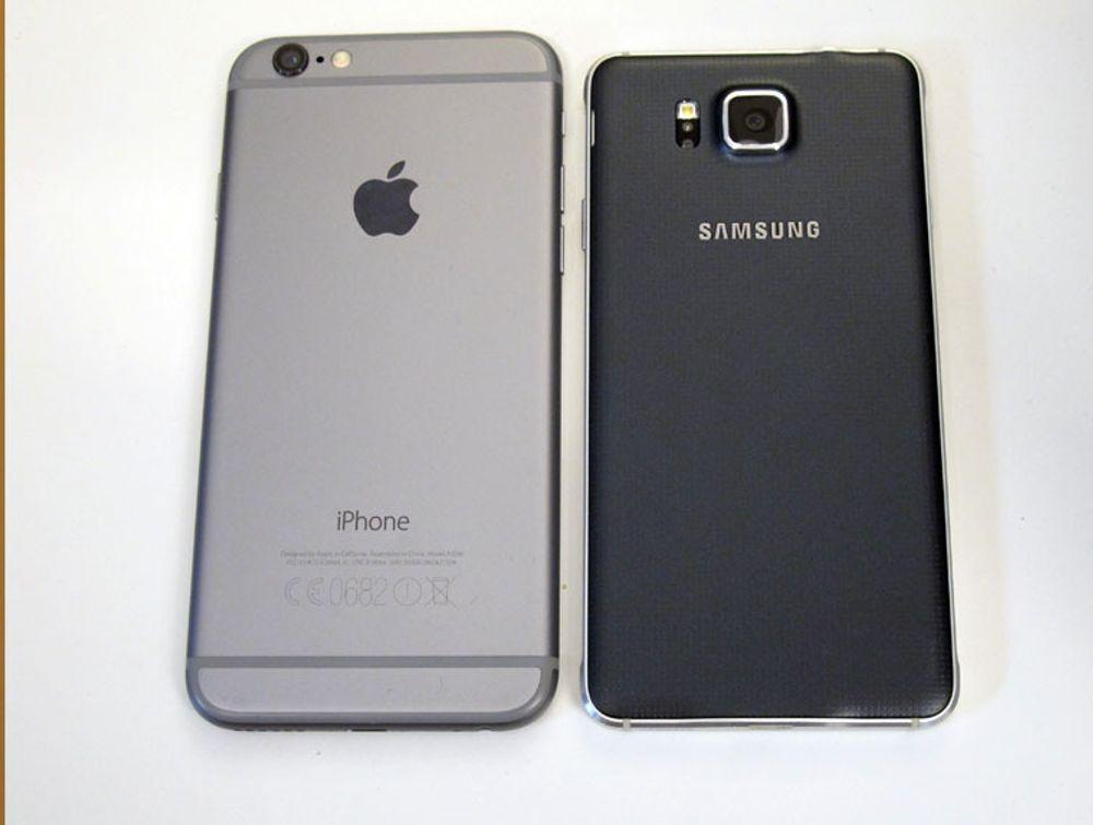 iPhone 6 og Galaxy Alpha har samme skjermstørrelse. Men Alpha er atskillig mer kompakt enn Apples nye sekser.