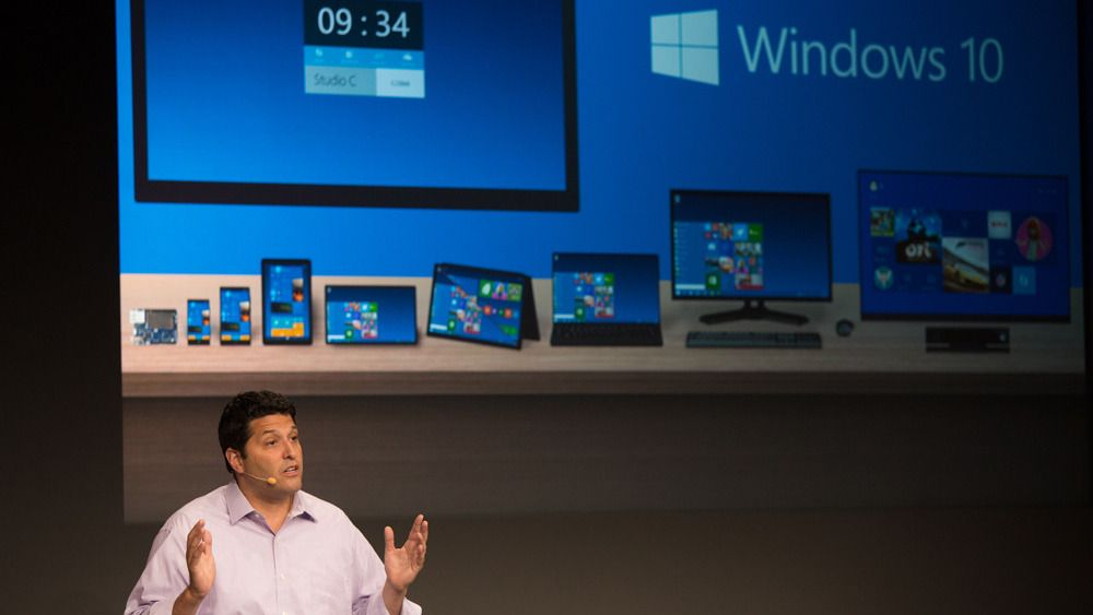 Terry Myerson, visepresident for operativsystemgruppen til Microsoft, viste frem Windows 10 i kveld.
