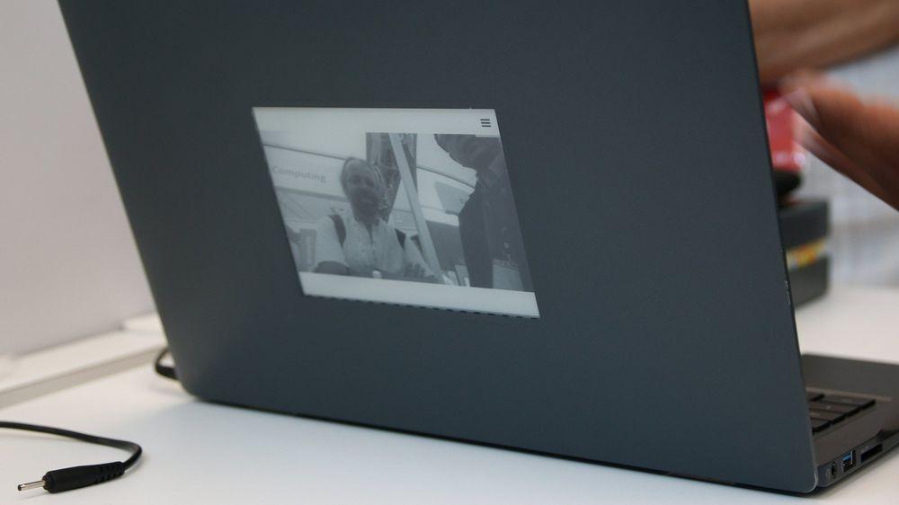 Intel tester ut en alternativ tilnærming til to skjermer på en bærbar PC.