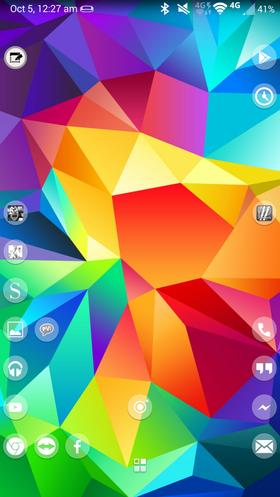Forumbrukeren vår Slai har slått to fluer i én smekk. Han har både en luftig og fin hjemskjerm, men har fortsatt lurt inn mange app-ikoner ved hjelp av en hendig launcher.