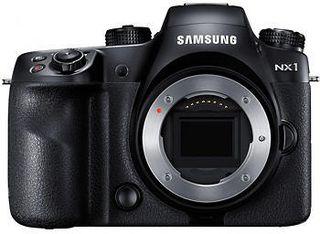 Samsung NX1 uten objektiv: ikke spesielt liten, men dertil kraftig.