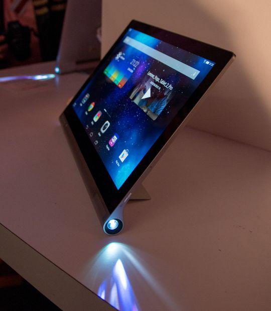 Projektoren på Yoga Tablet 2 Pro kunne vært enda mer lyssterk, men vi tror mange vil få stor glede av den selv om den ikke riktig er noen fullgod TV-erstatter.