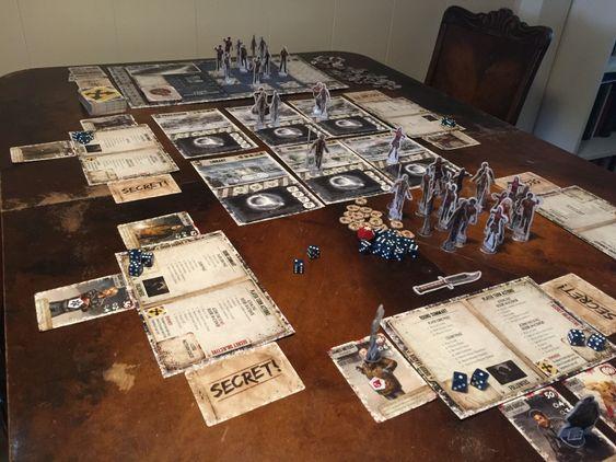Det er mange elementer på bordet under en omgang Dead of Winter, spillet er likevel lett å få oversikt over.